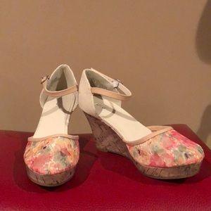 Apt 9 linen & floral wedge shoe